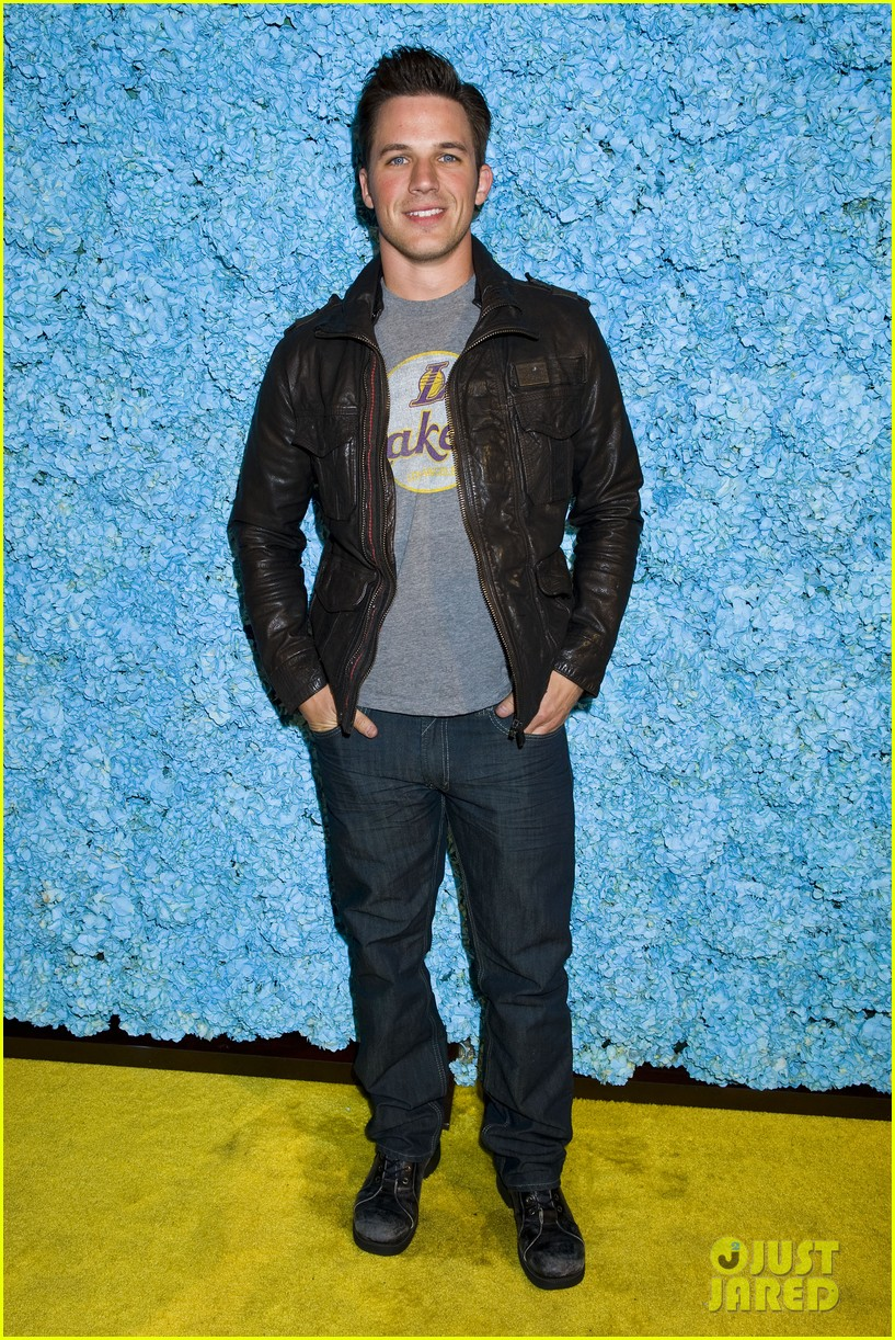 kellan lutz glee guys justjared thirtieth bday 052641777