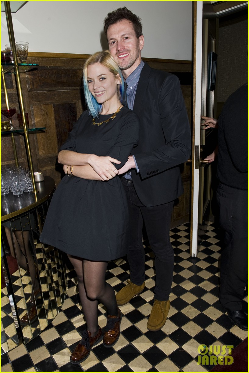 jaime king blue hair kyle newman birthday party 01