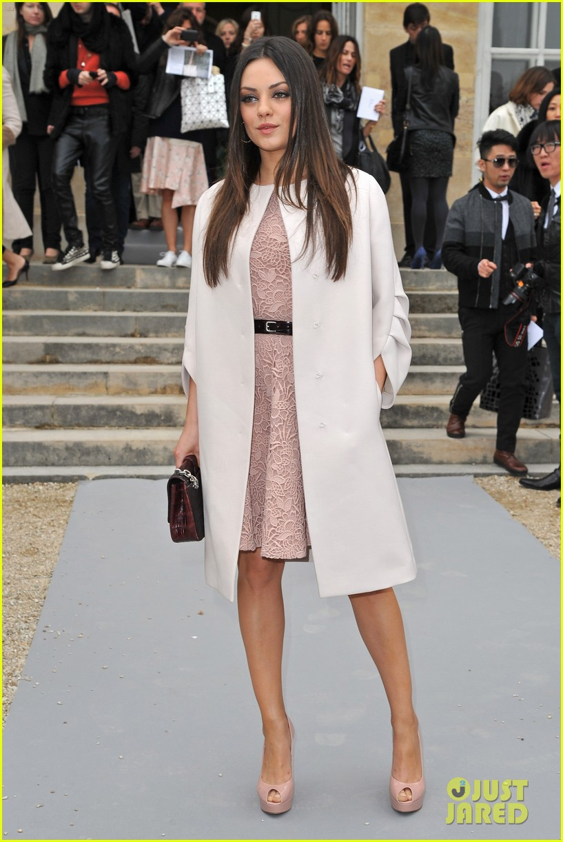 mila kunis dior show paris fashion week 022635223