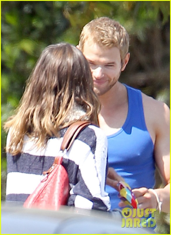 kellan lutz goodbye kiss with sharni vinson 03
