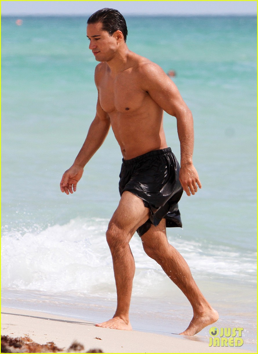 mario lopez shirtless miami beach jog 05