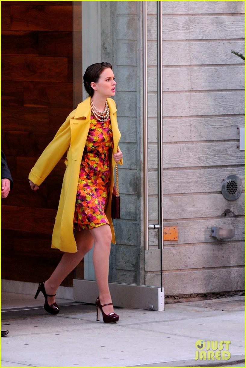 leighton meester yellow coat gossip girl set 05