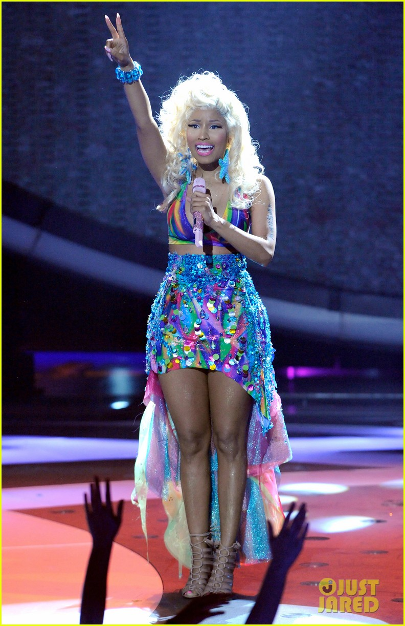 nicki minaj starships live on american idol 02