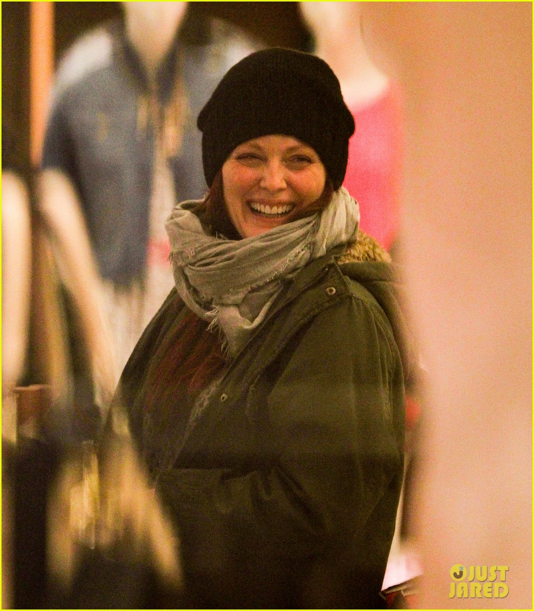 julianne moore heading home 01a