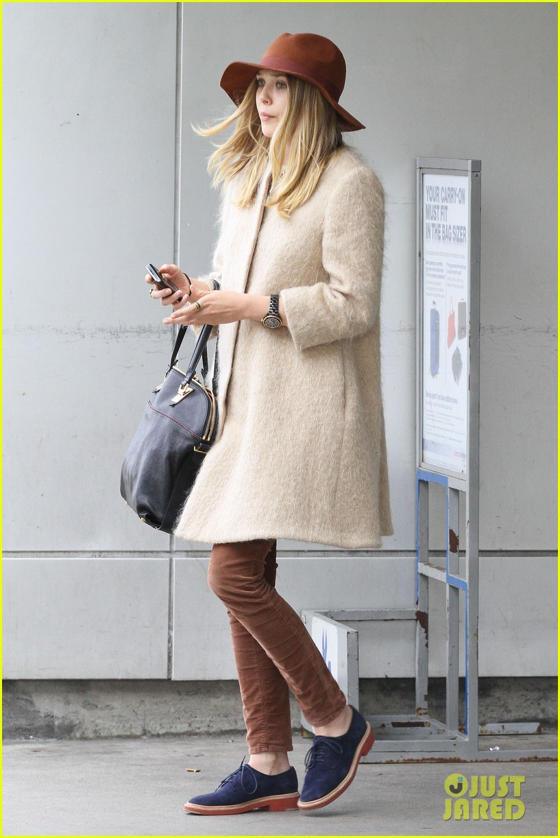 elizabeth olsen lax arrival 07