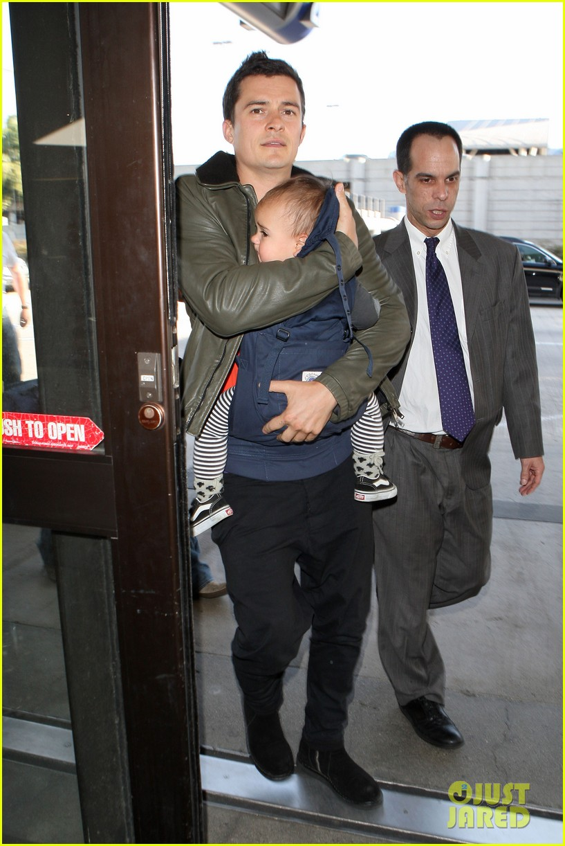 orlando bloom flight with flynn 01