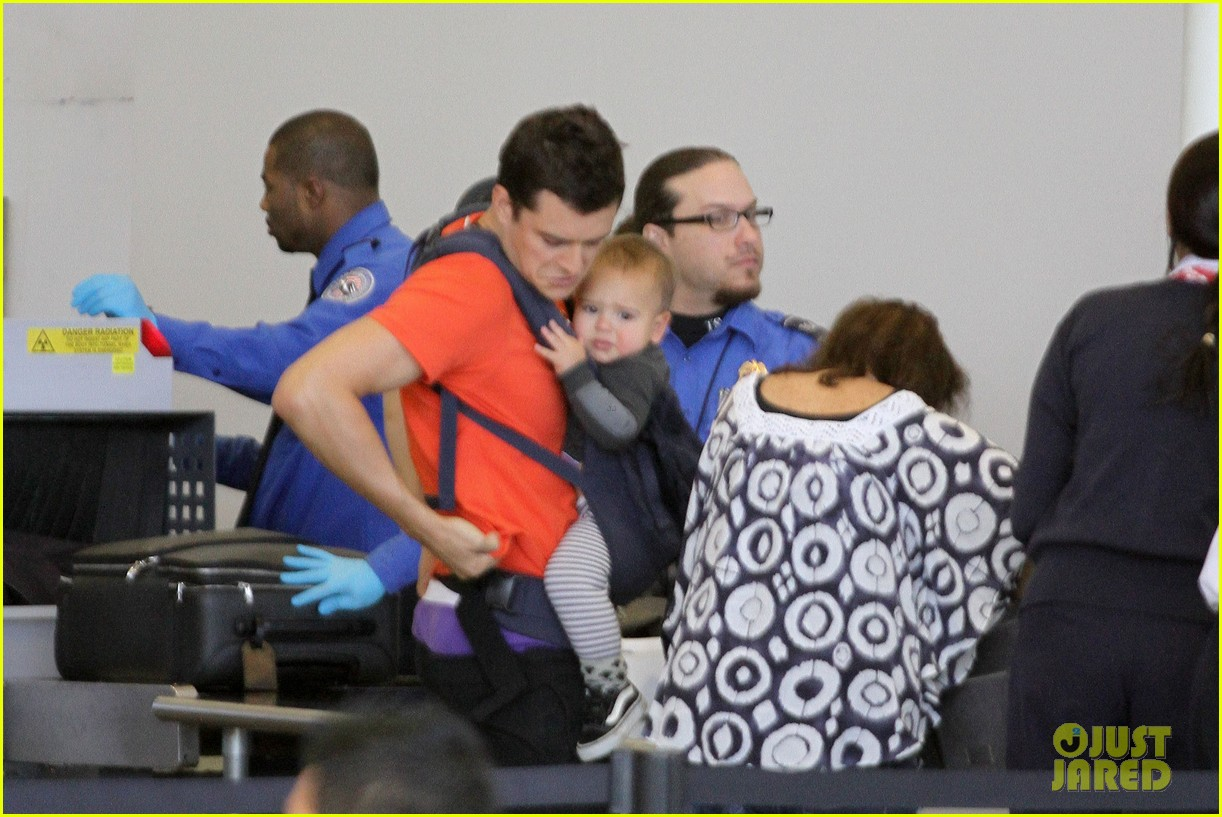 orlando bloom flight with flynn 132636055