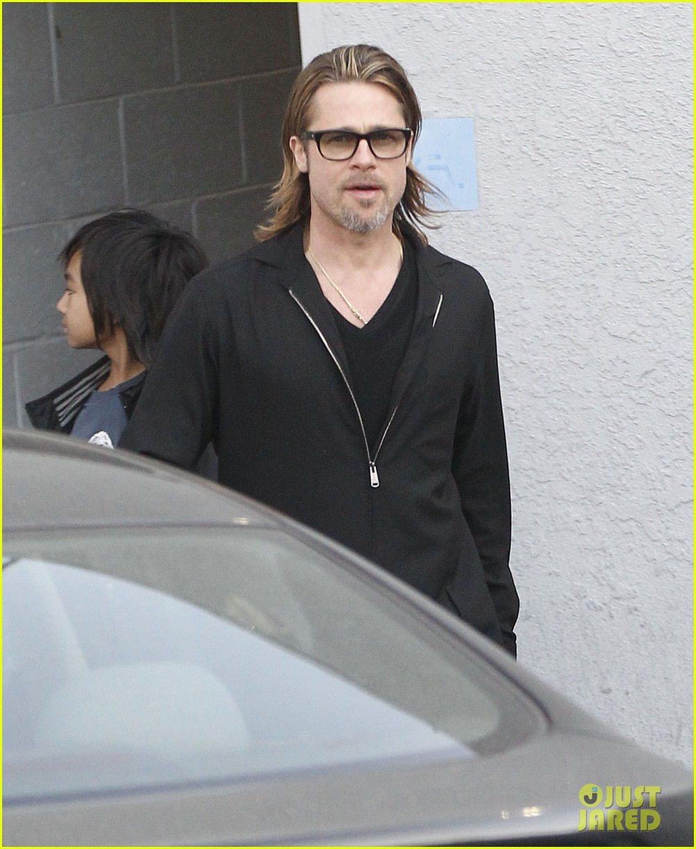 brad pitt maddox visit guitar center 07