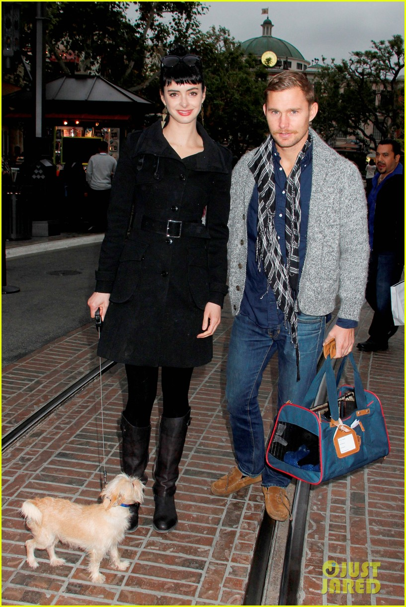 krysten ritter brian geraghty shopping at the grove 032640084