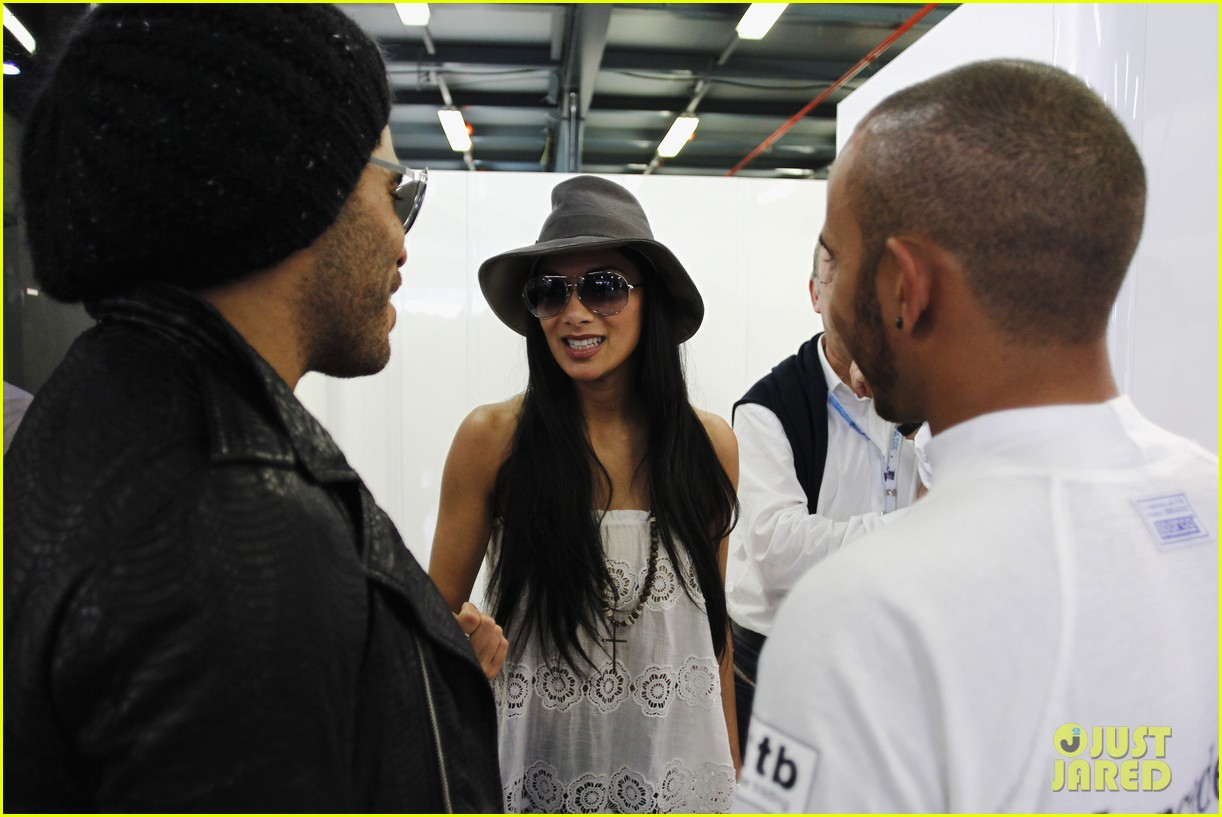 nicole scherzinger formula one grand prix with lewis hamilton 032639959