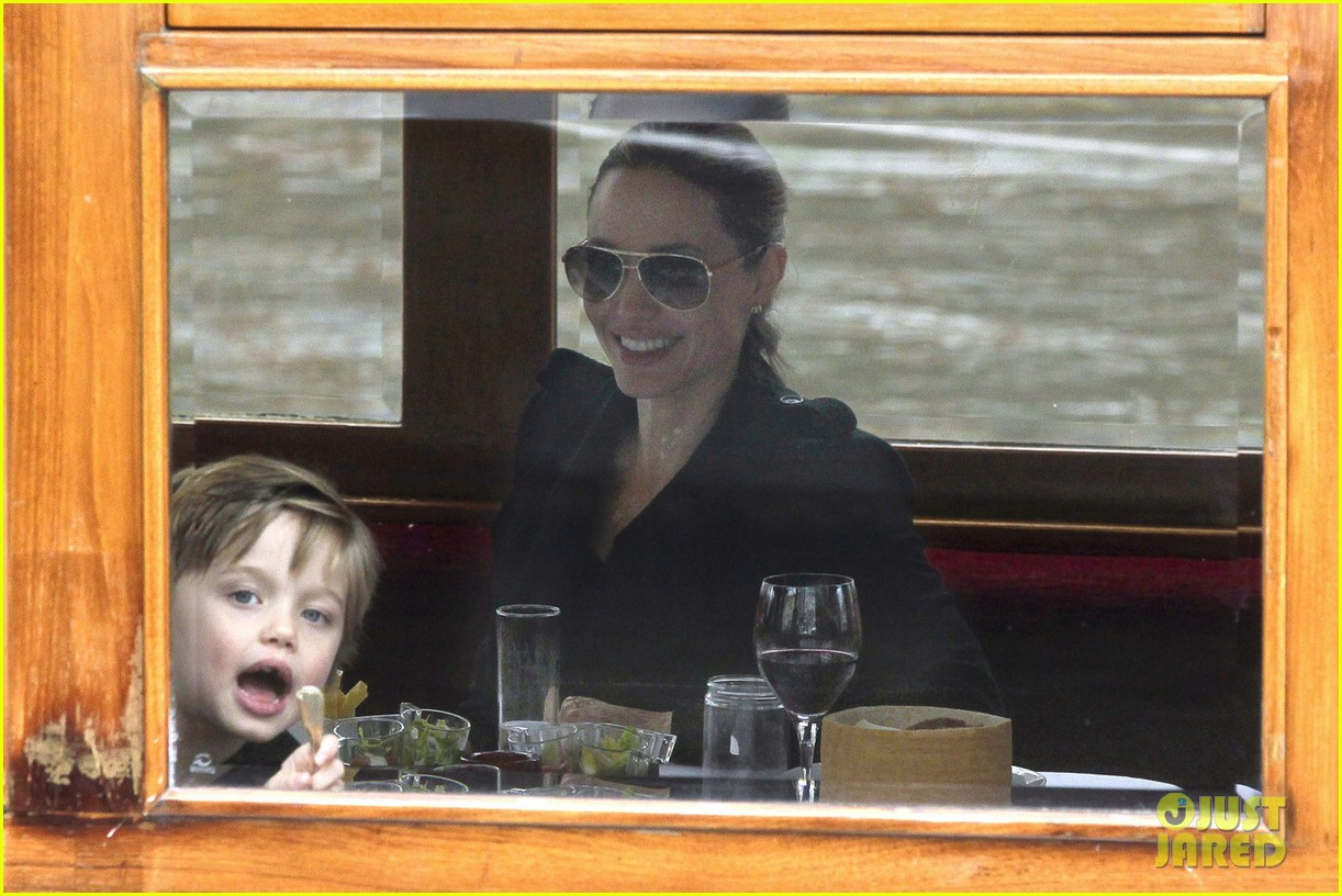 shiloh zahara jolie pitt funny faces 04