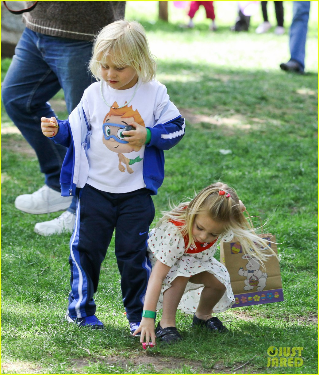 gwen stefani easter egg hunt 13