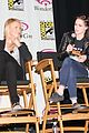 kristen stewart charlize theron snow white at wondercon 03