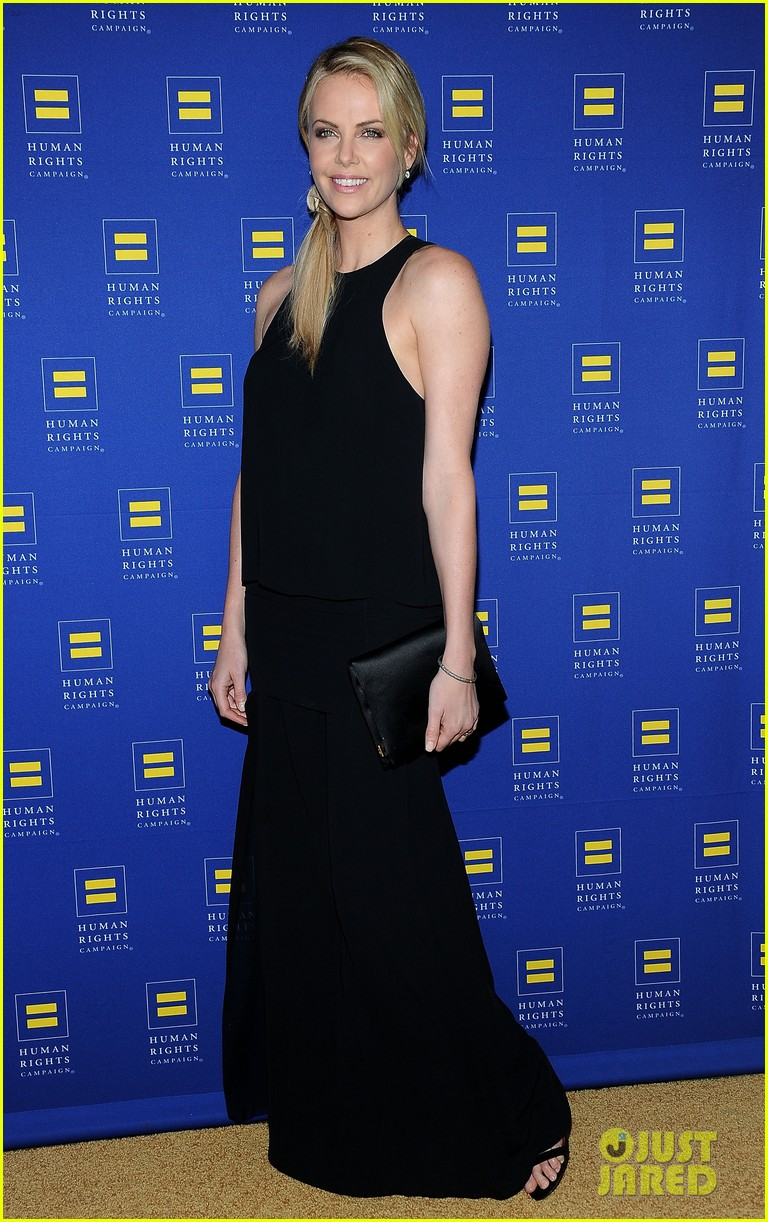 charlize theron hrc los angeles gala 01