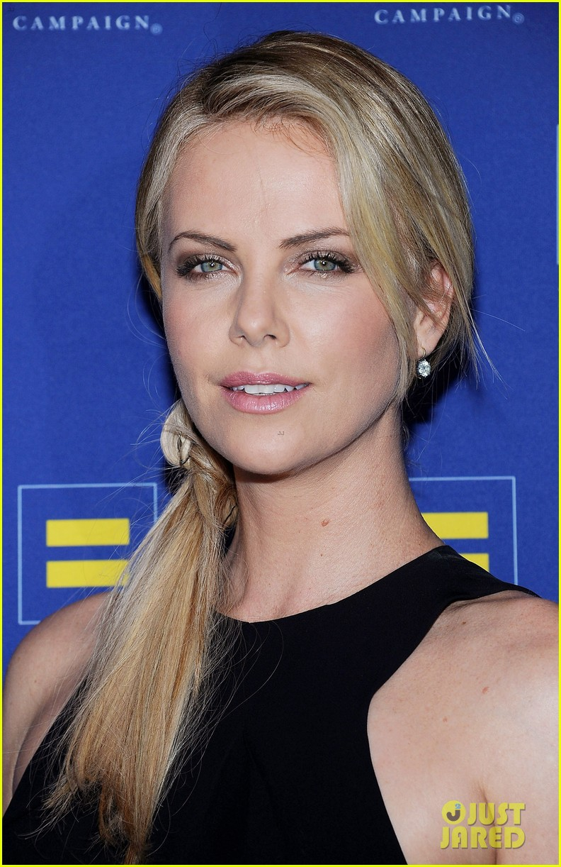 charlize theron hrc los angeles gala 022640022