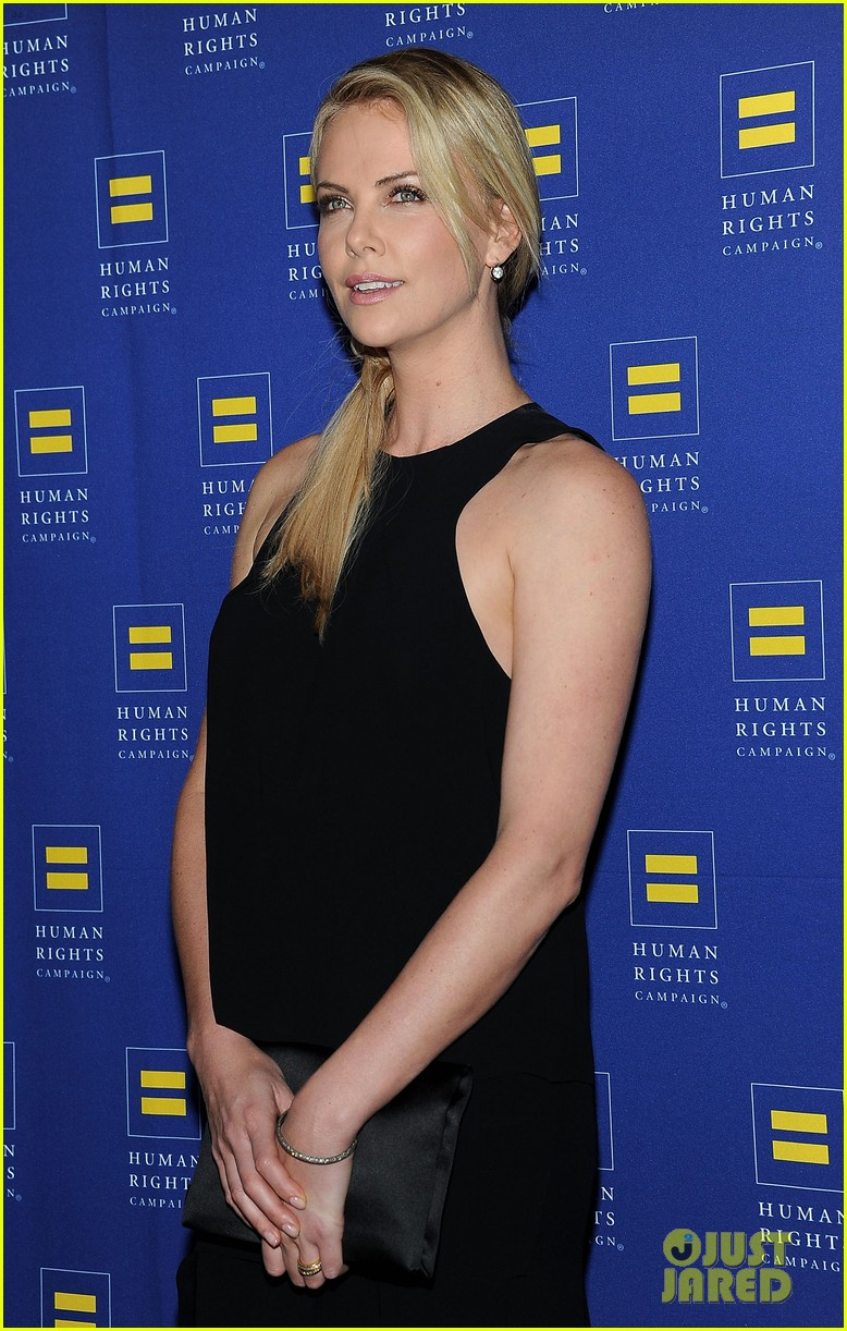 charlize theron hrc los angeles gala 03