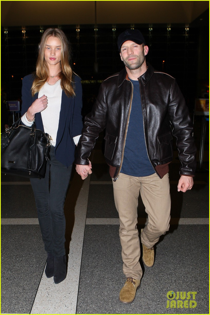 rosie huntington whiteley jason statham holding hands lax 05