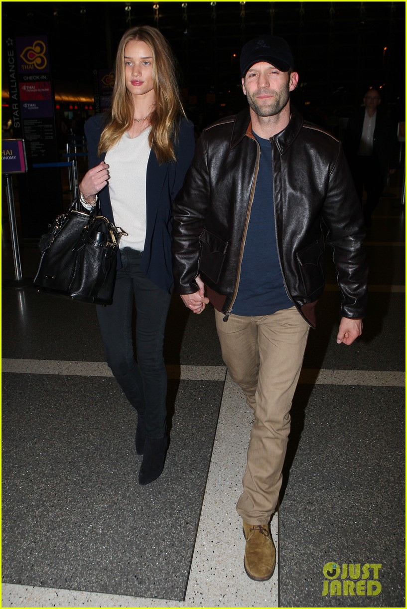 rosie huntington whiteley jason statham holding hands lax 06