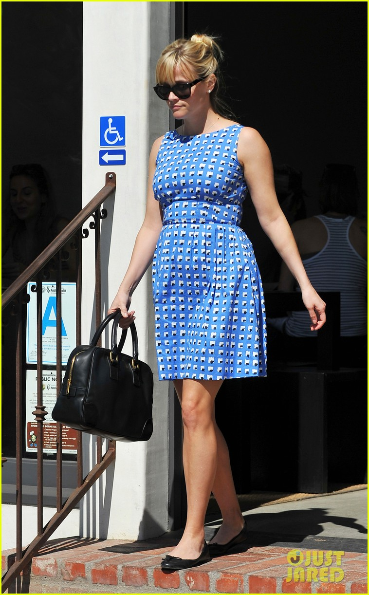 reese witherspoon family church outing 09