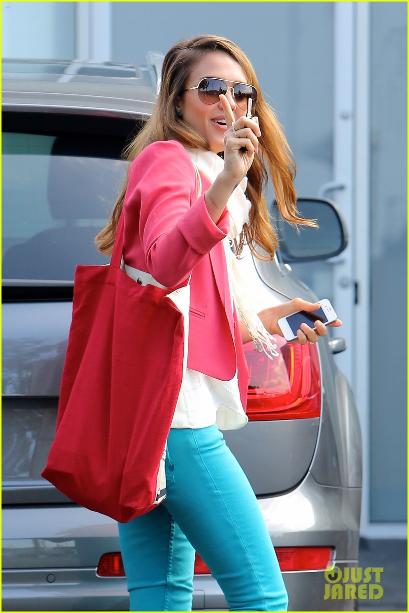 jessica alba pretty in pink 072655244