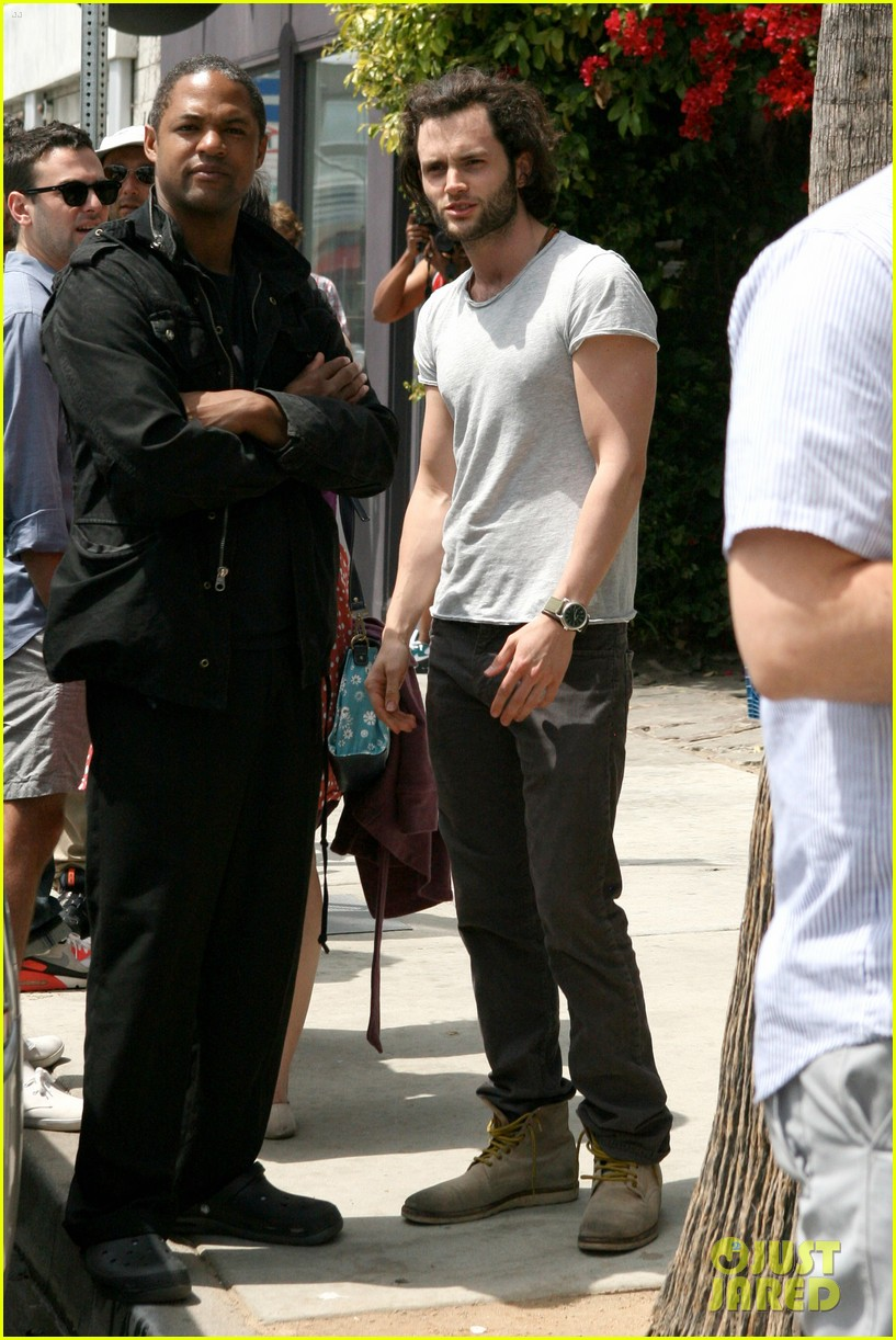 penn badgley venice lunch 02