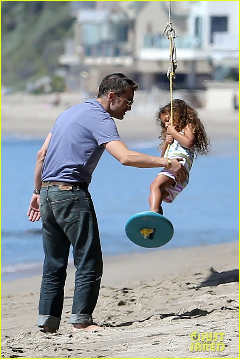 halle berry olivier martinez malibu beach time with nahla 05