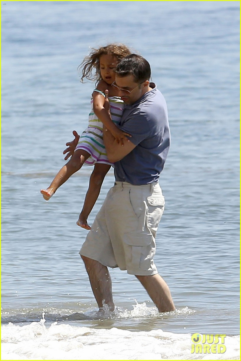halle berry olivier martinez malibu beach time with nahla 12