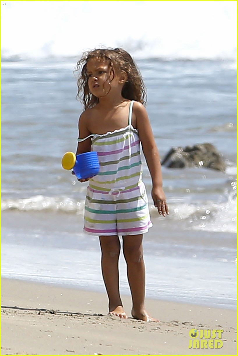 halle berry olivier martinez malibu beach time with nahla 15