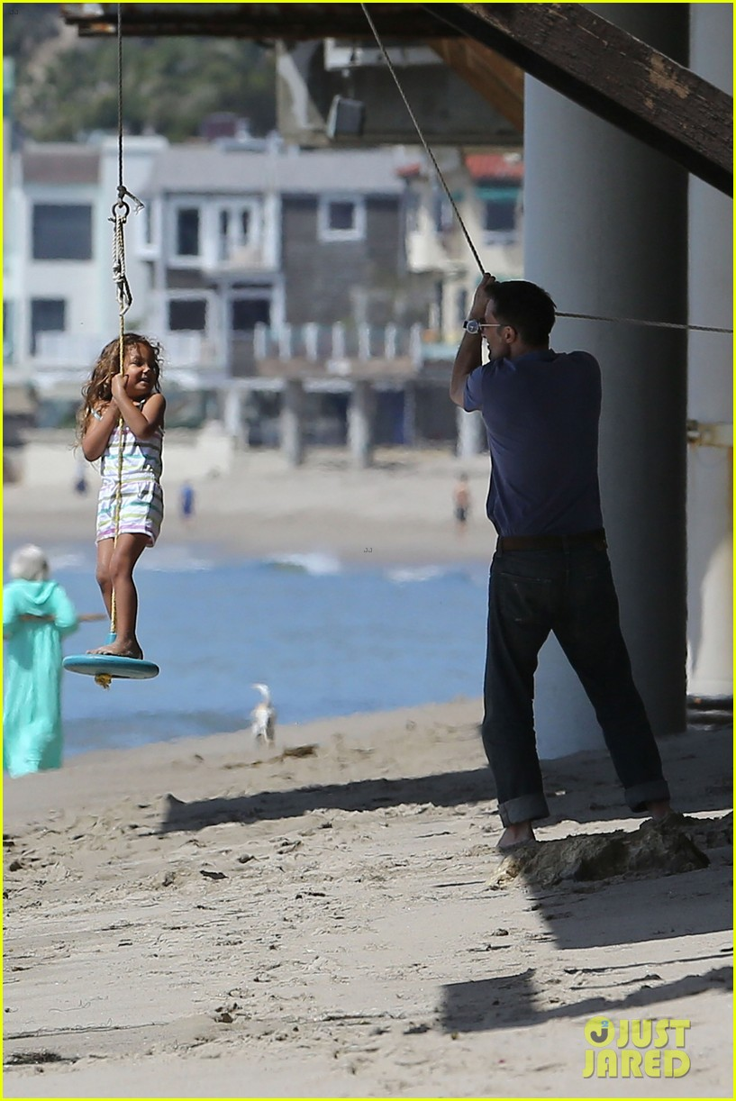 halle berry olivier martinez malibu beach time with nahla 17