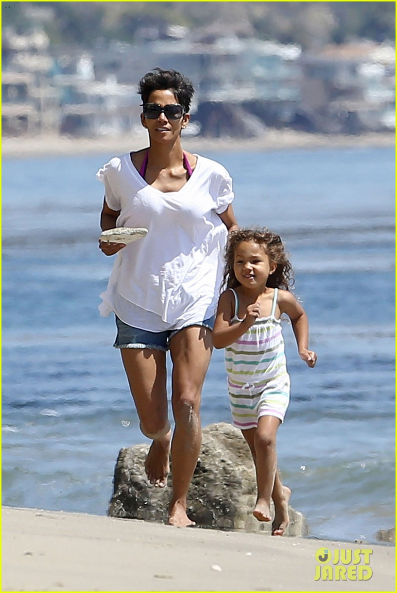 halle berry olivier martinez malibu beach time with nahla 182646519