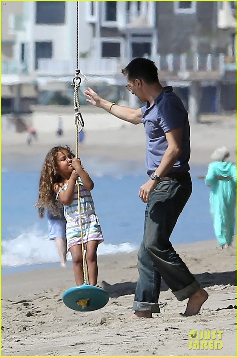halle berry olivier martinez malibu beach time with nahla 19
