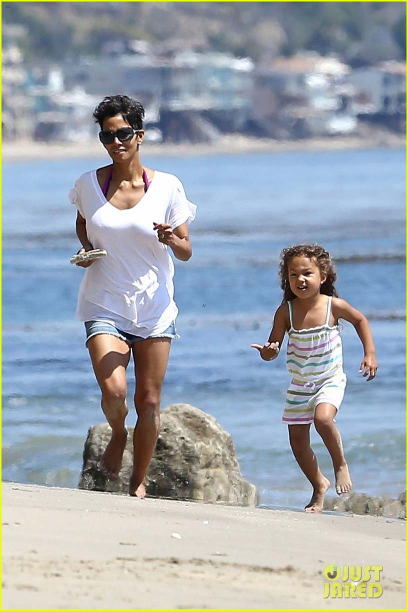 halle berry olivier martinez malibu beach time with nahla 24