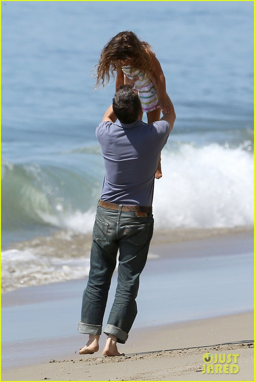 halle berry olivier martinez malibu beach time with nahla 29