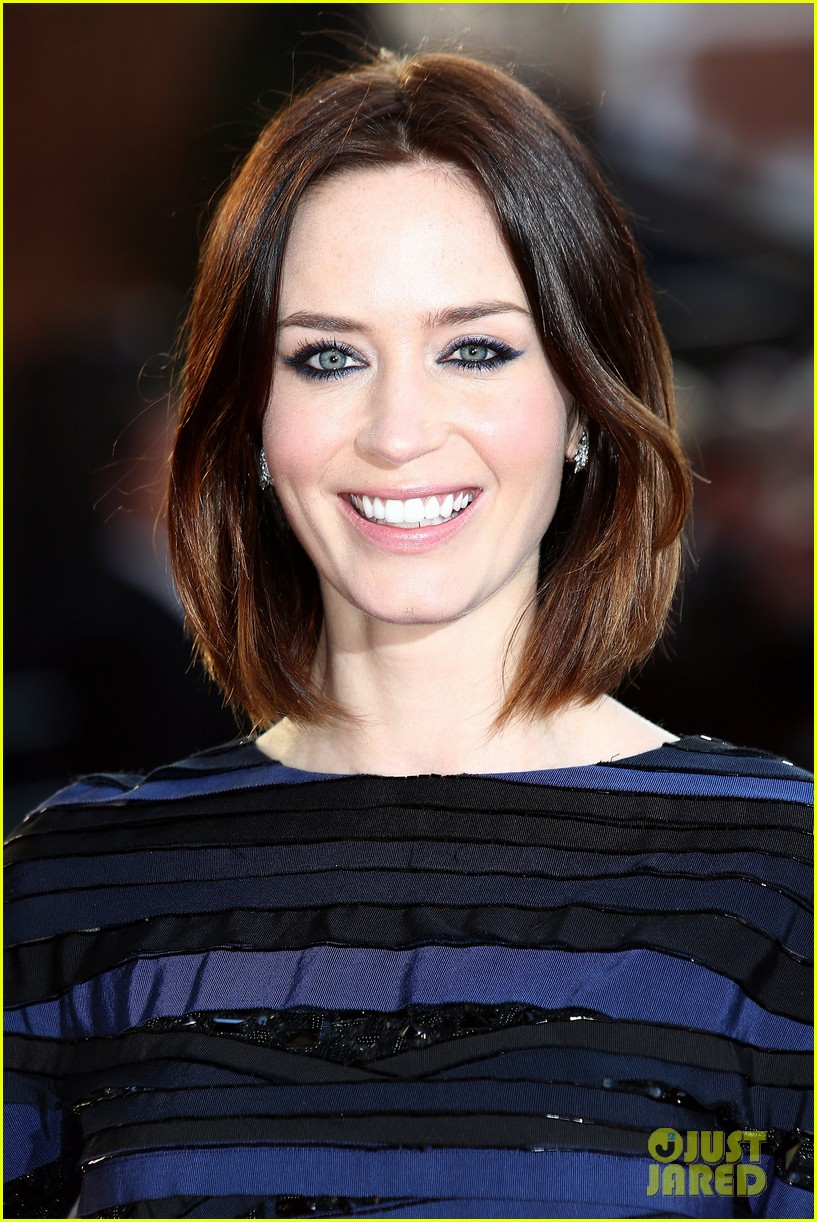emily blunt salmon fishing london premiere 18