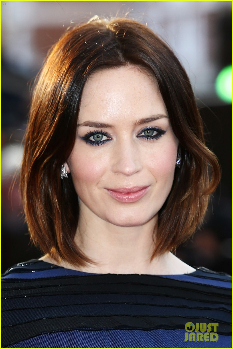 emily blunt salmon fishing london premiere 192647259