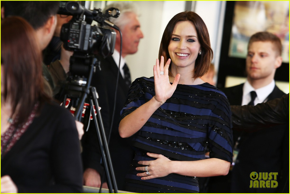 emily blunt salmon fishing london premiere 20