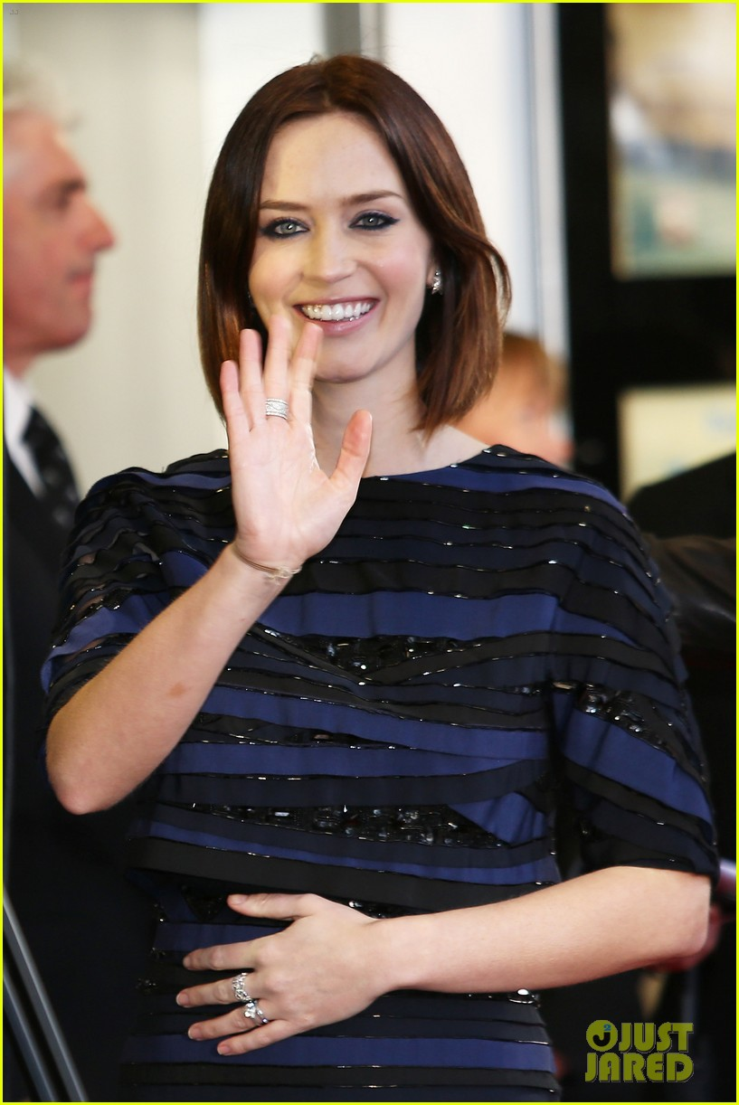 emily blunt salmon fishing london premiere 212647261