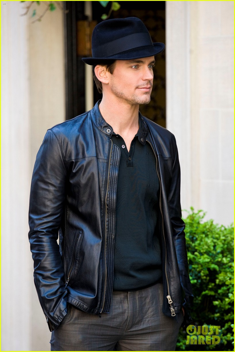 matt bomer laura vandervoort kiss for white collar 052648935