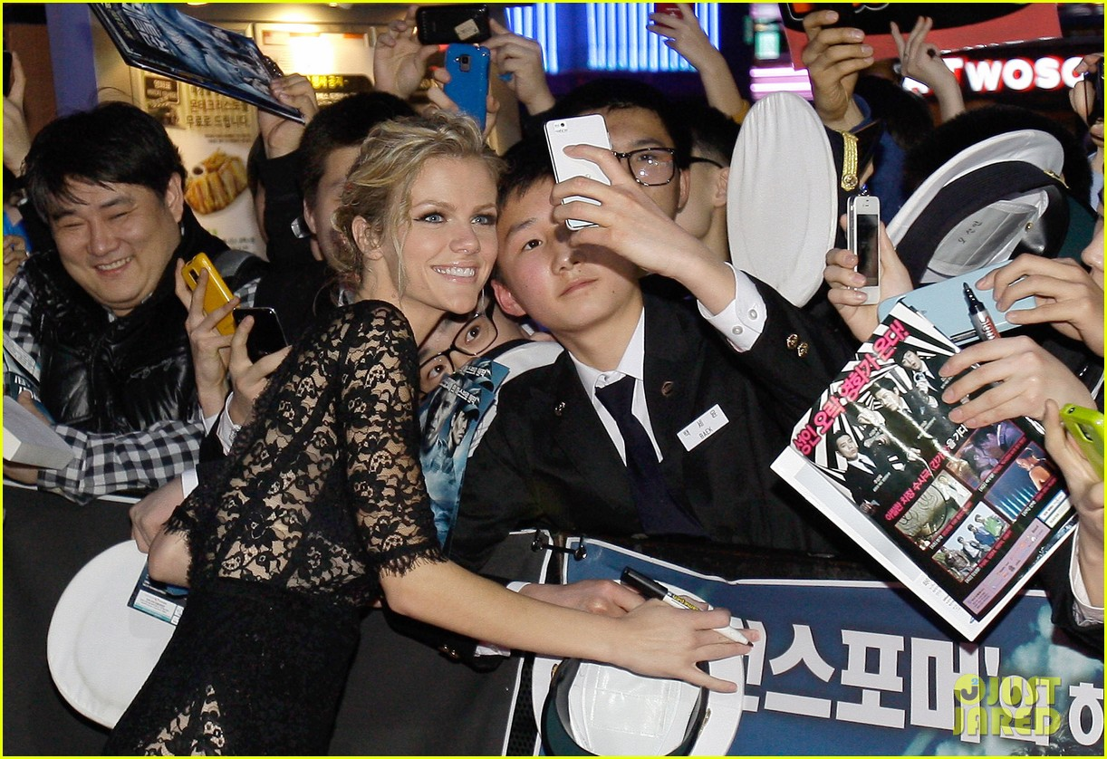 brooklyn decker battleship south korea premiere 092645424