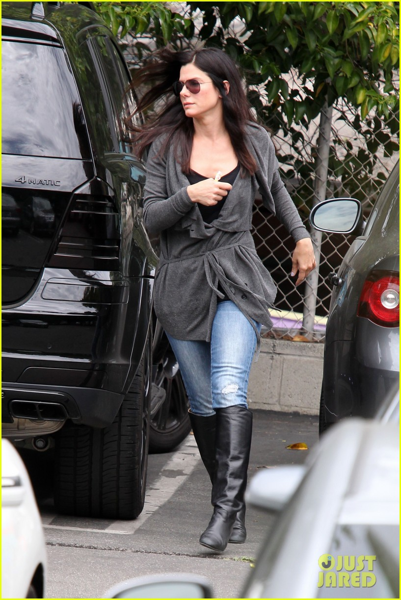 sandra bullock shopping trip with louis 06
