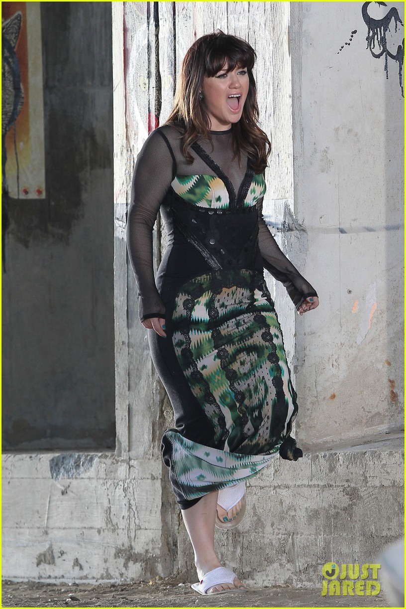 kelly clarkson dark side video shoot 09