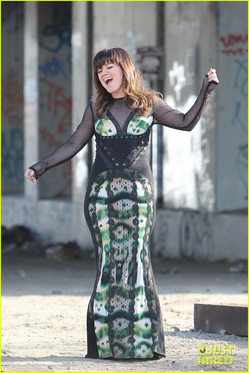 kelly clarkson dark side video shoot 13