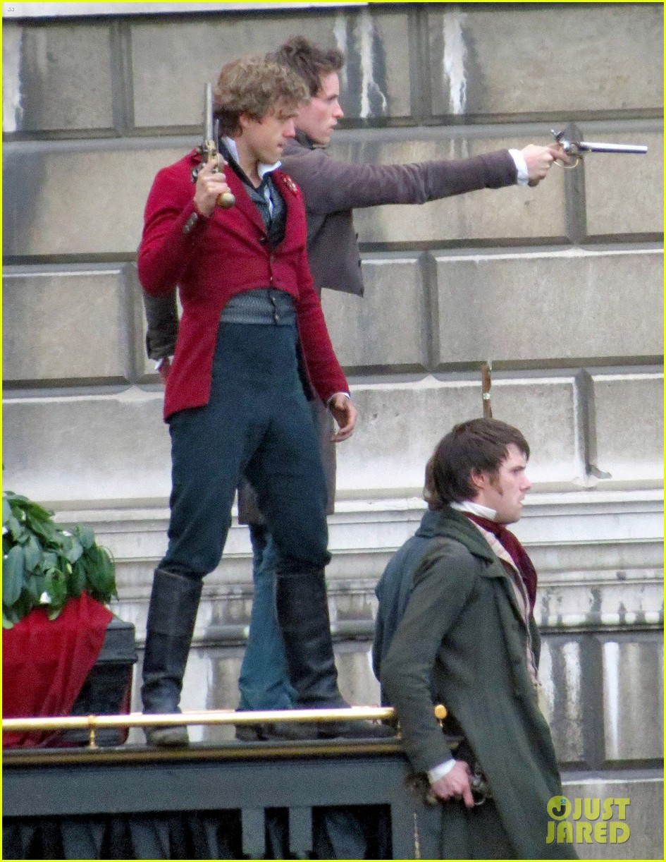 russell crowe eddie redmayne les miserables men 13