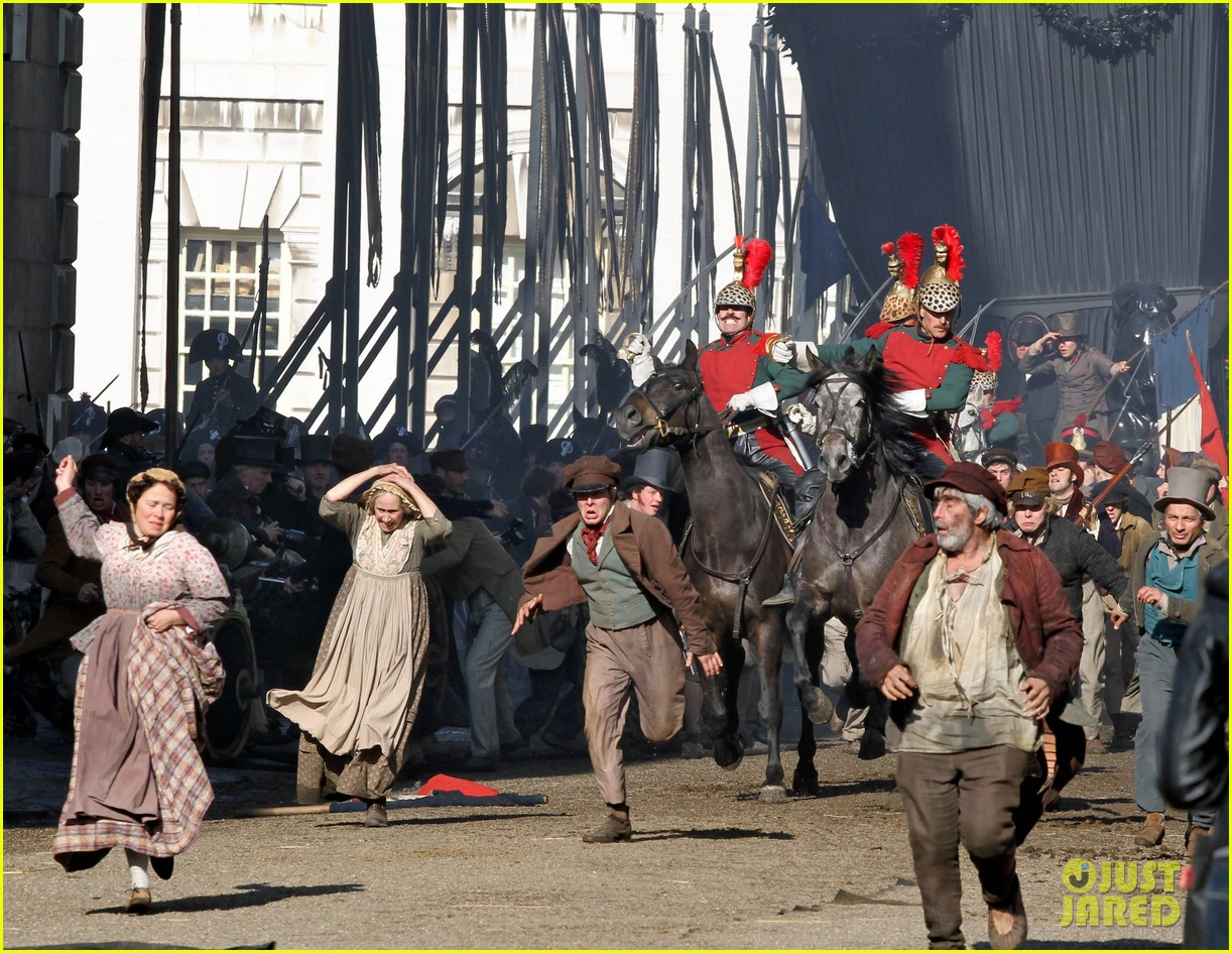 russell crowe eddie redmayne les miserables men 15