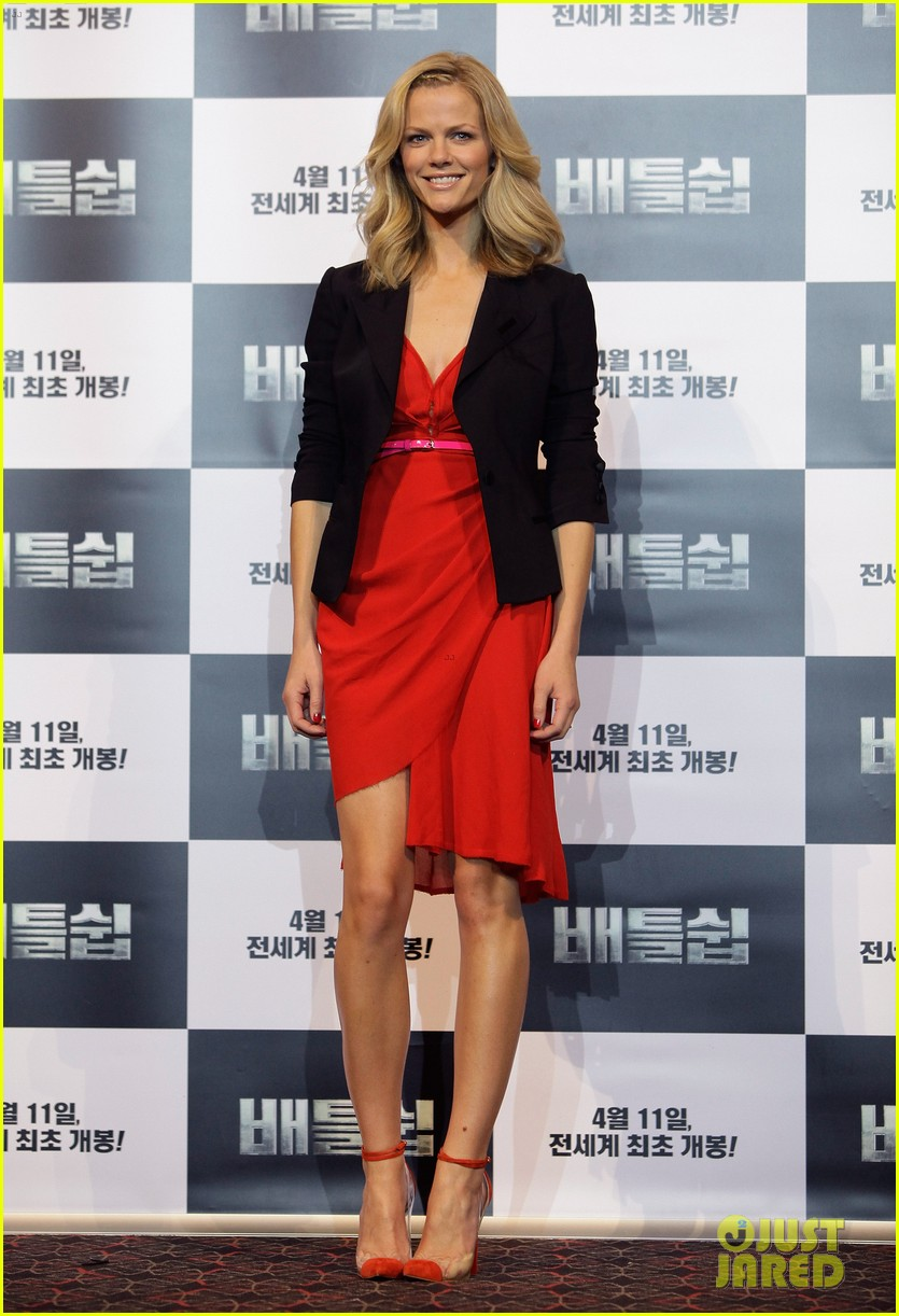 brooklyn decker taylor kitsch battleship in seoul 14