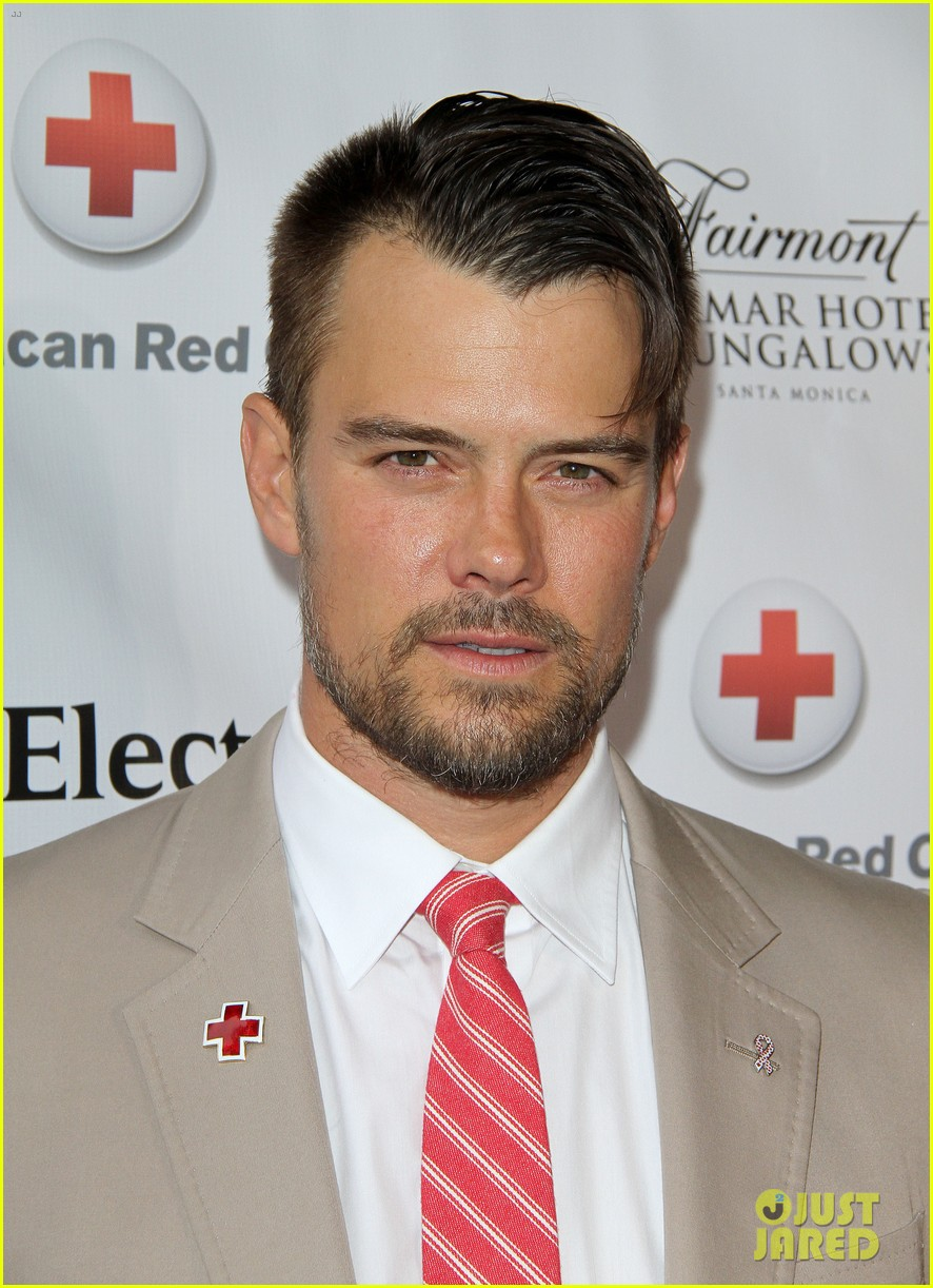 josh duhamel christa b allen red tie affair gala 02