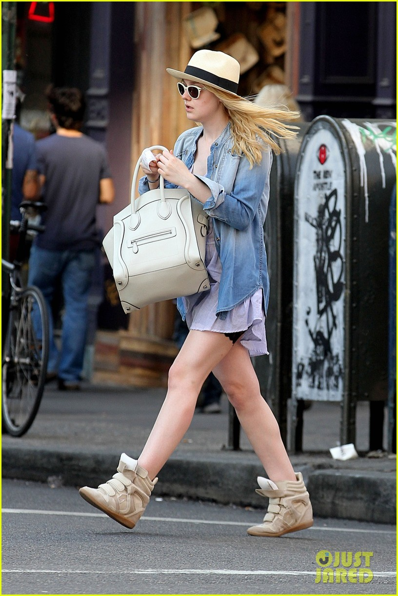 dakota fanning recycling nyc 04