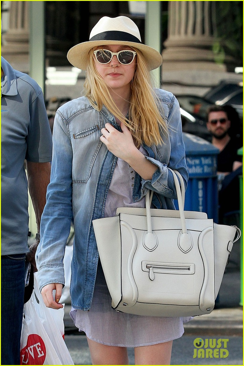 dakota fanning recycling nyc 05