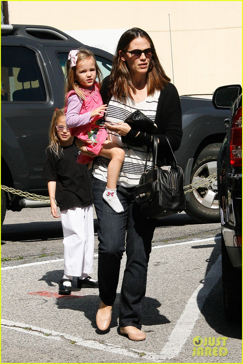 jennifer garner breastfeeding 15