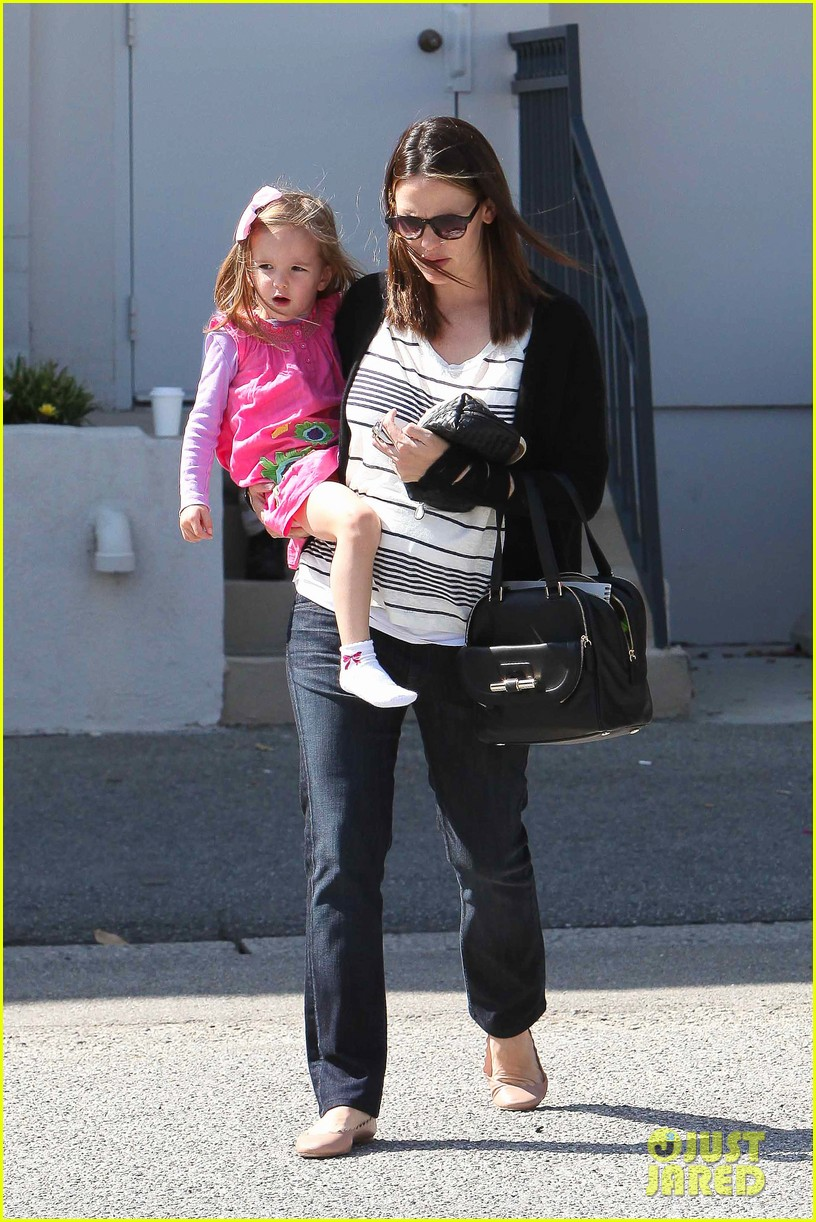 jennifer garner breastfeeding 272654703